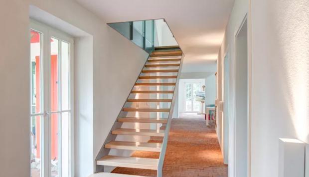 Bí quyết thiết kế cầu thang đẹp hút mắt mọi ánh nhìn của khách vào nhà