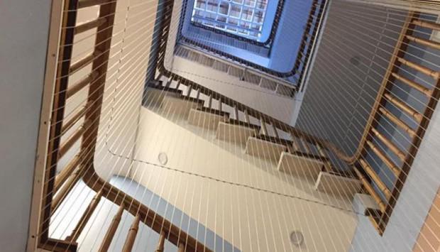 Các bước lắp lưới cầu thang nhà cao tầng