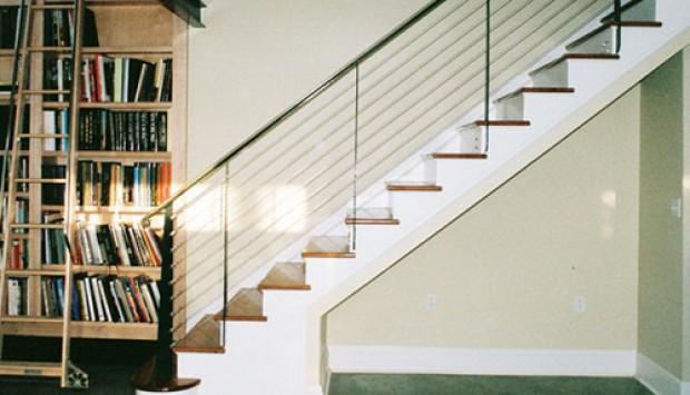 Có nên lắp tay vịn cầu thang bằng dây cáp cho nhà phố không