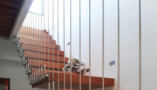 Bảo quản cầu thang dây cáp dọc