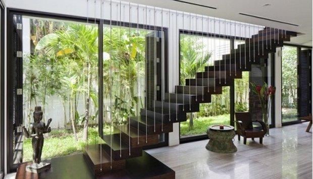 Cầu thang treo là gì? Cầu thang treo dây cáp dọc có an toàn không?