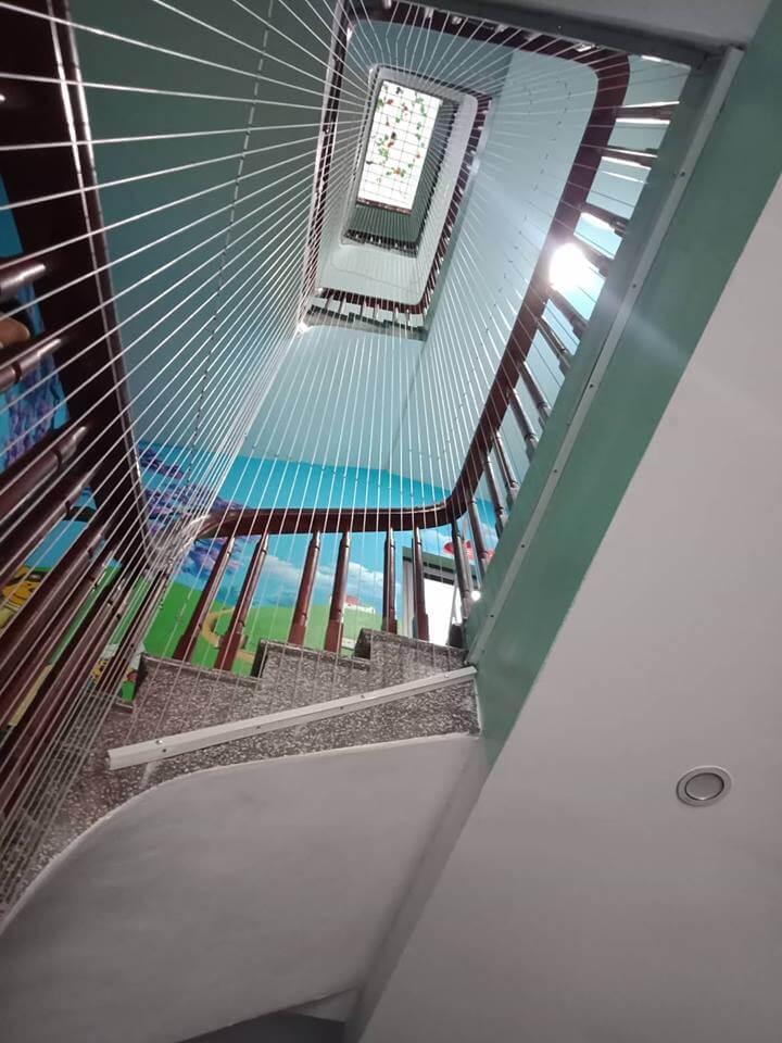 lắp lưới an toàn cầu thang