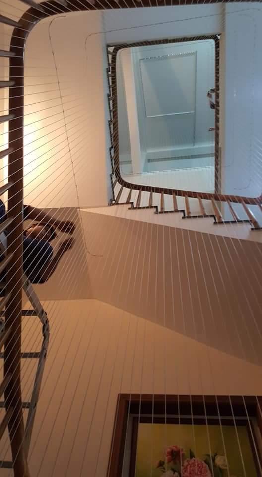 lưới lan can cầu thang cho nhà cao tầng